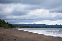 playa terco, con ruta hacia termales.
