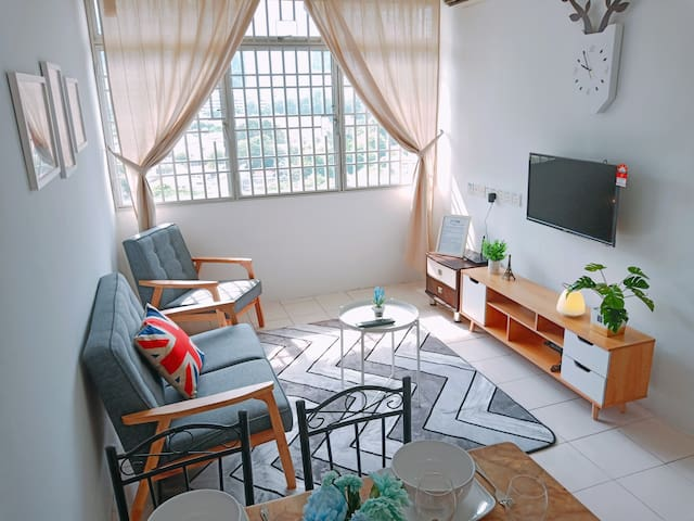 ★Newly Renovated★ 3~5 Pax, 3 Bedrooms, 2 Bathrooms