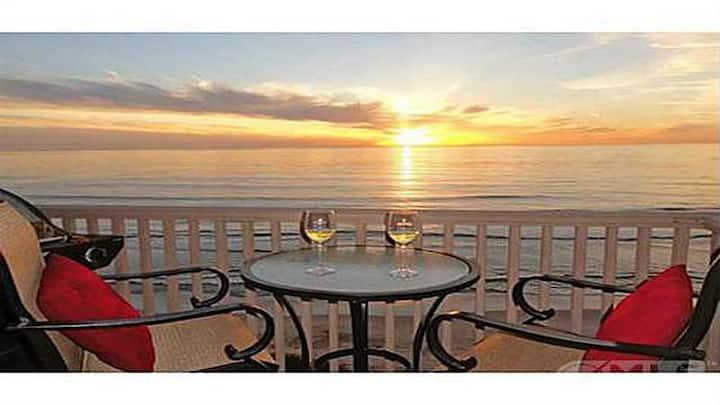 Luxury Top Floor 1BR Beachfront