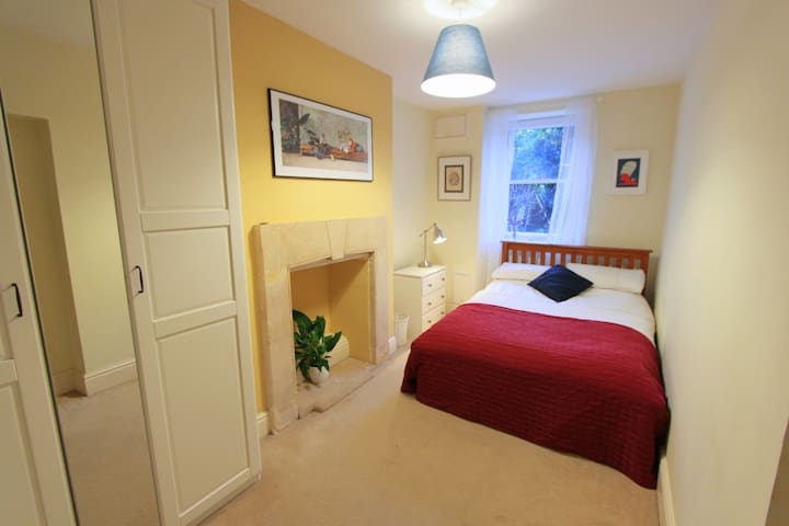Beautiful and Cosy Clifton One Bedroom Apartment