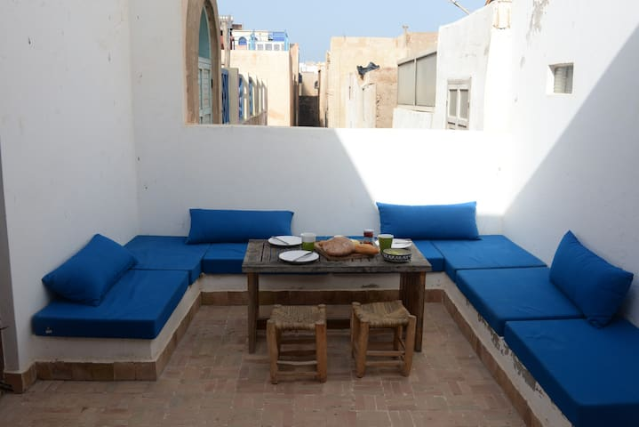 Apartment with a private terrace in the medina