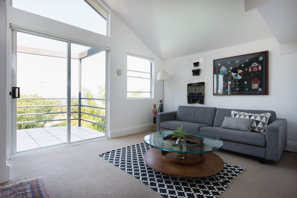 Separate living area upstairs with balcony and views to bronte