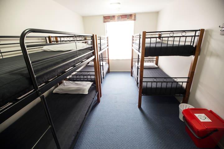 6 Bed Mixed Dorm - YHA Rotorua