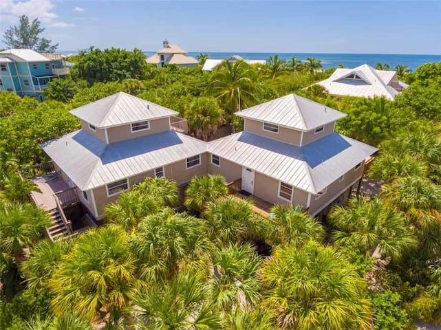 528 - Coral Cottage - Vacation Home