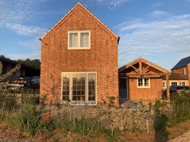 Hen House: private annexe on stunning farm