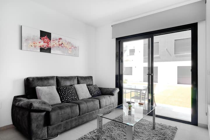 Luxurious modern apartment, direct access to pool