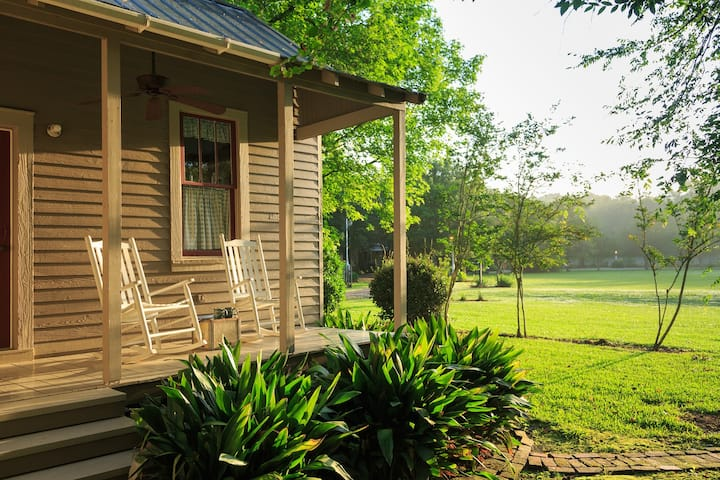 Country Garden Cottage - Maison D'Memoire B&B Cottages