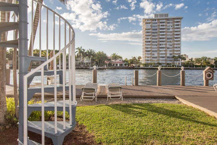 Fort Lauderdale Beach Condo - Walk to the beach!