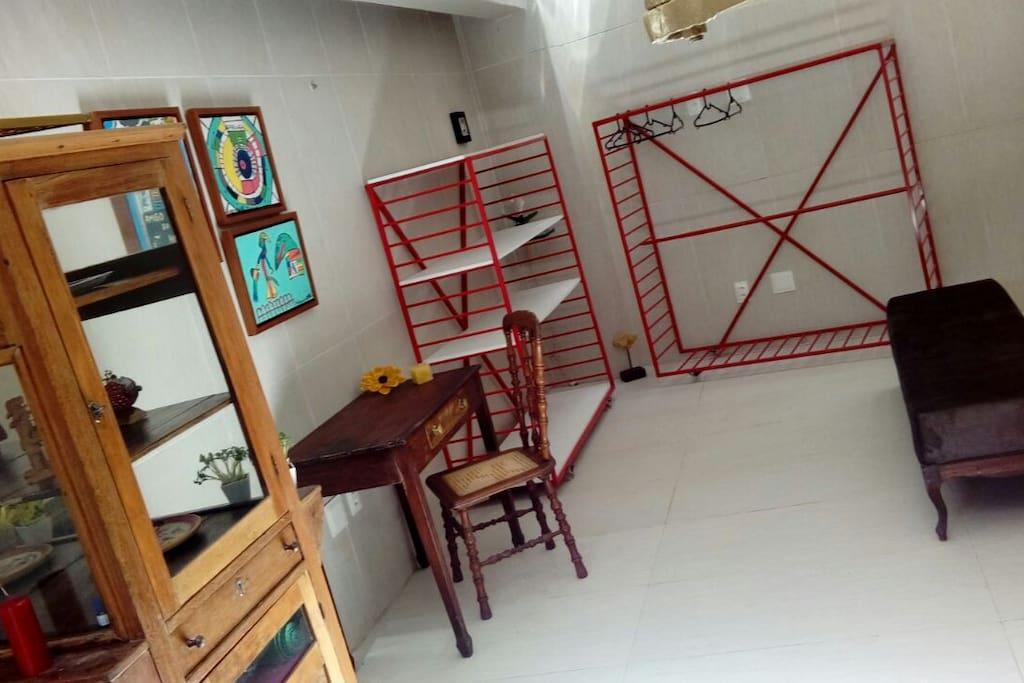 Escrivaninha e closet