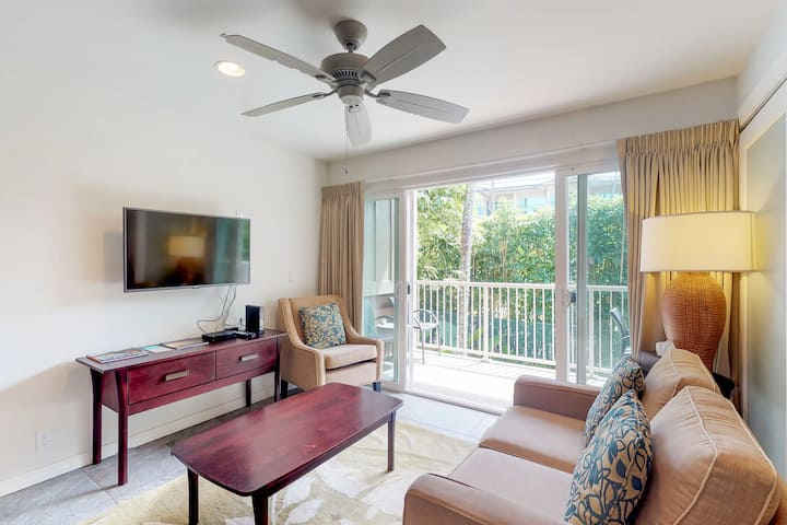 Kapa'a condo with updated kitchen, WiFi, shared pool, walk to beach