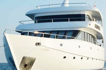Cruise Maldives in Your Private Yacht!