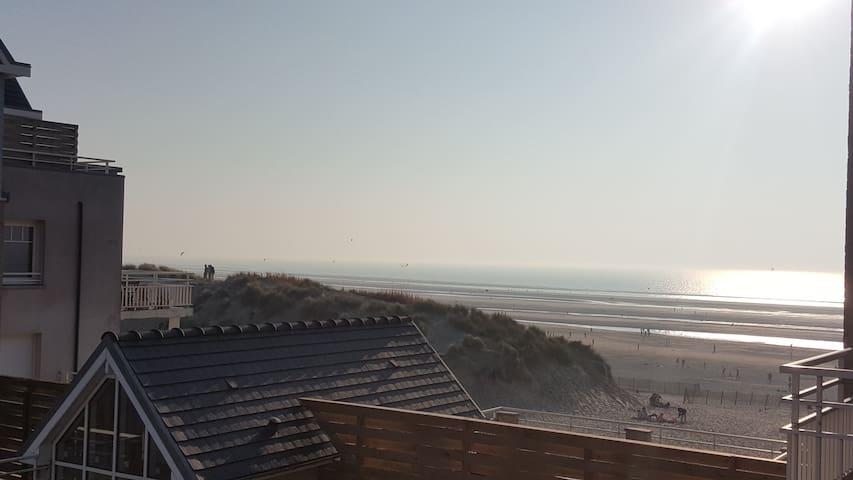 Appartement vue mer et entrée privative à la plage