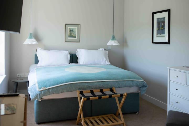 Luxury Guest Annex,  Bedford Park (Blue Bedroom)