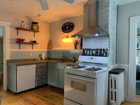 **Fabulous** Downtown 2 Bedroom Apartment