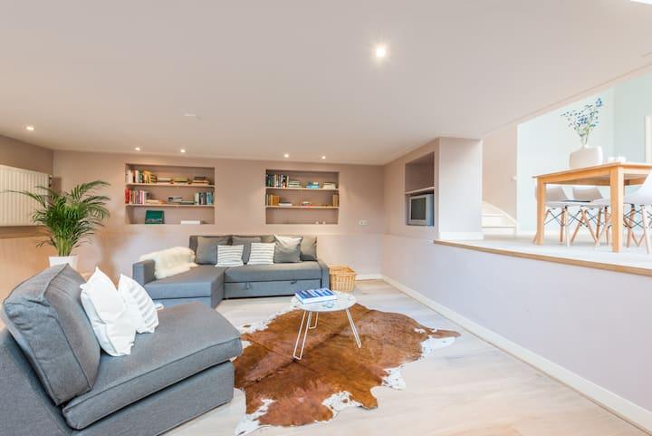 Hip Split Level Apartment @The Pijp!