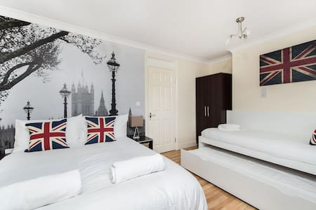 REALLY NICE 1 BEDROOM FLAT ZONE 1 - London - Apartment