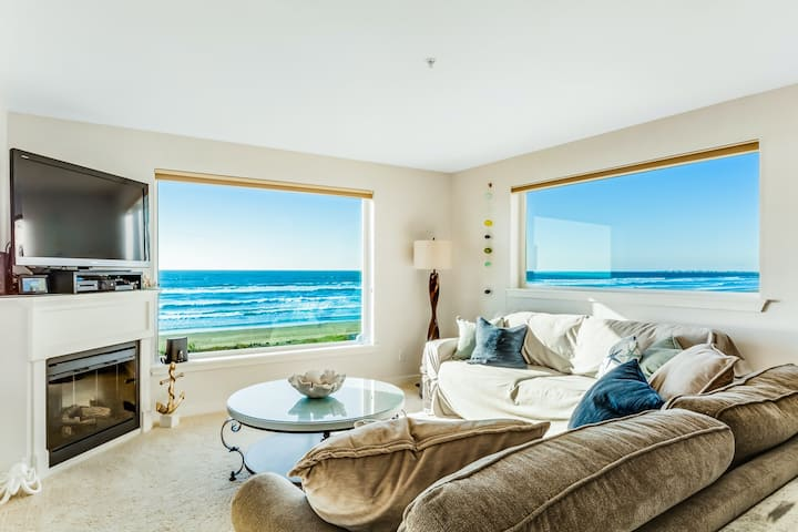 Oceanfront oasis w/scenic balcony, beach access, free WiFi, fireplace - dogs OK