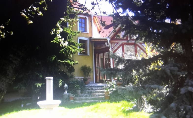Peaceful house with 3 rooms, 25 mins from centre - Budapest - House