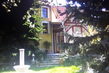 Peaceful house with 3 rooms, 25 mins from centre - Budapest - Rumah