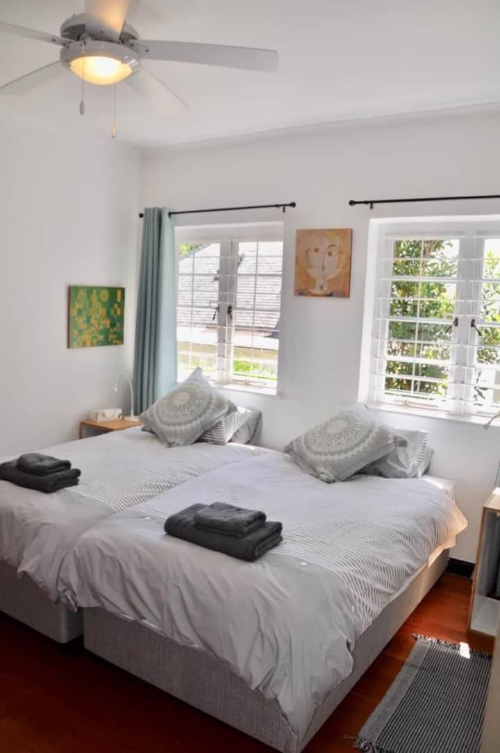 Quaint garden guest suite near middle campus  UCT