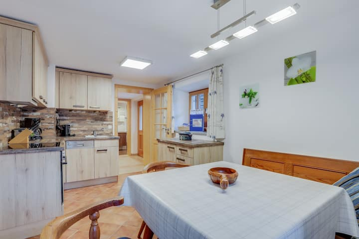 """Cosy Apartment """"Königssee"""" with Garden & Mountain View; Dogs Allowed, Parking Available"""