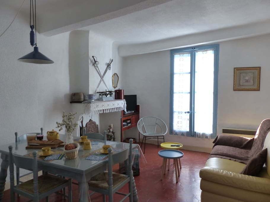 maison proven ale typique et terrasse trop zienne maisons louer riez provence alpes c te. Black Bedroom Furniture Sets. Home Design Ideas