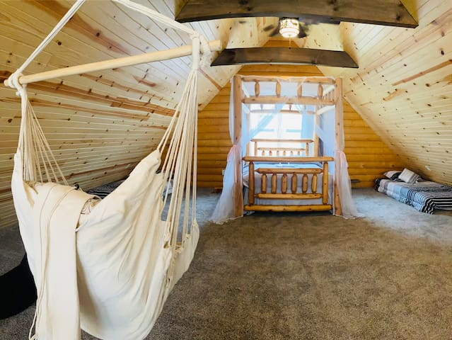 bedroom 3/loft