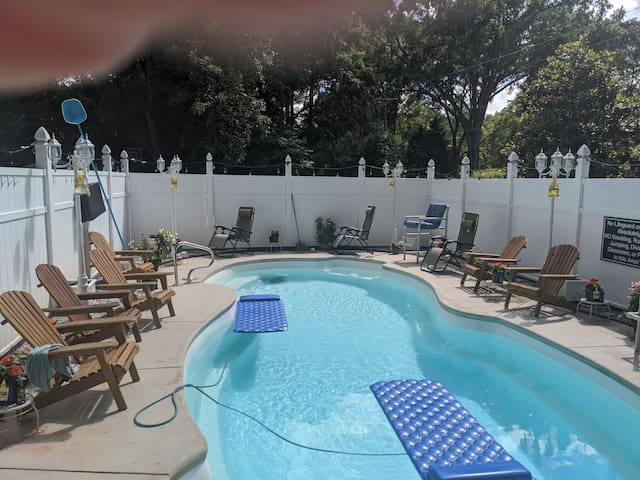 Historic home downtown Anderson-pool,hotub and gym