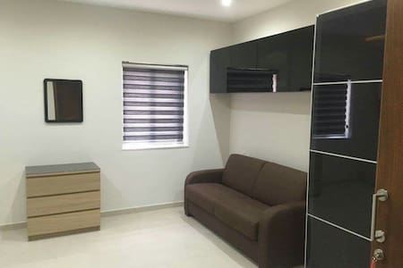 Luxuriously finished FREE WIFI home - triq tal hriereb  - Apartment