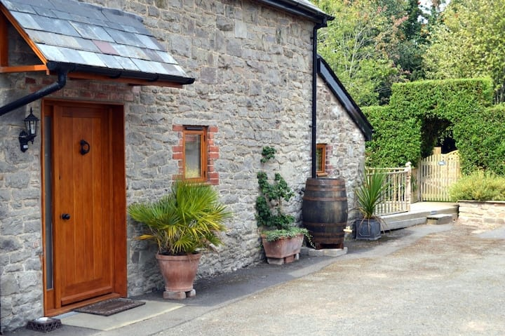 Montgomery's Coach House, Ideal Hay Festival Base