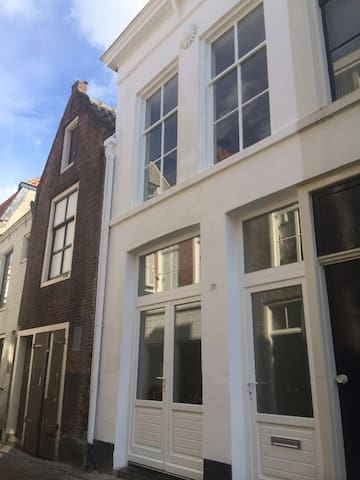 Townhouse in historic city, 6 km from The Dutch - Gorinchem - 連棟房屋