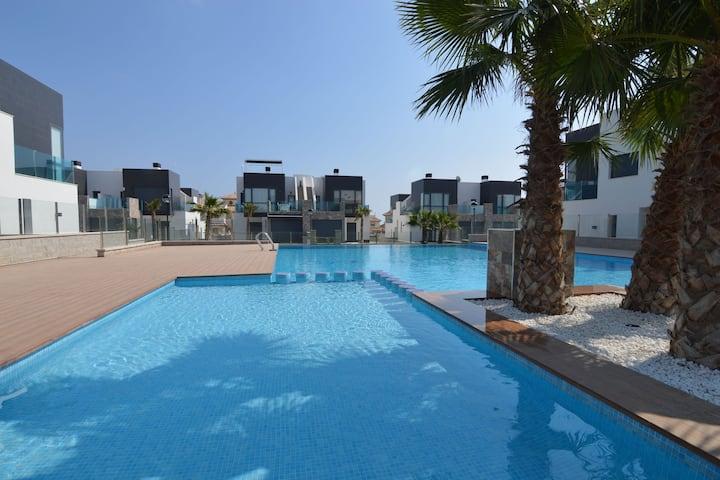 Moderna casa de vacaciones con piscina cerca del mar en Orihuela