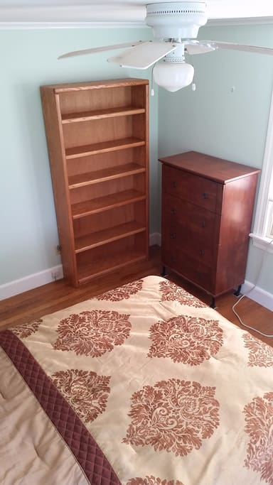 Good sized bedroom with dresser, bookshelves, and closet space.  Room is clear of personal belongings - you have the space all to yourself.