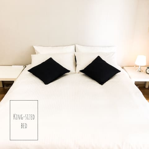 Bed | King-sized