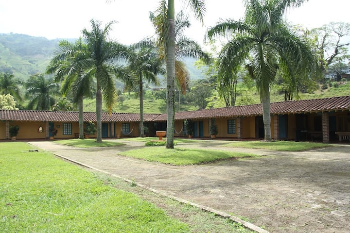Acogedora Habitación colonial en Girardota