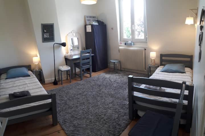 Chambre 1 , 2 ou 3 lits simples