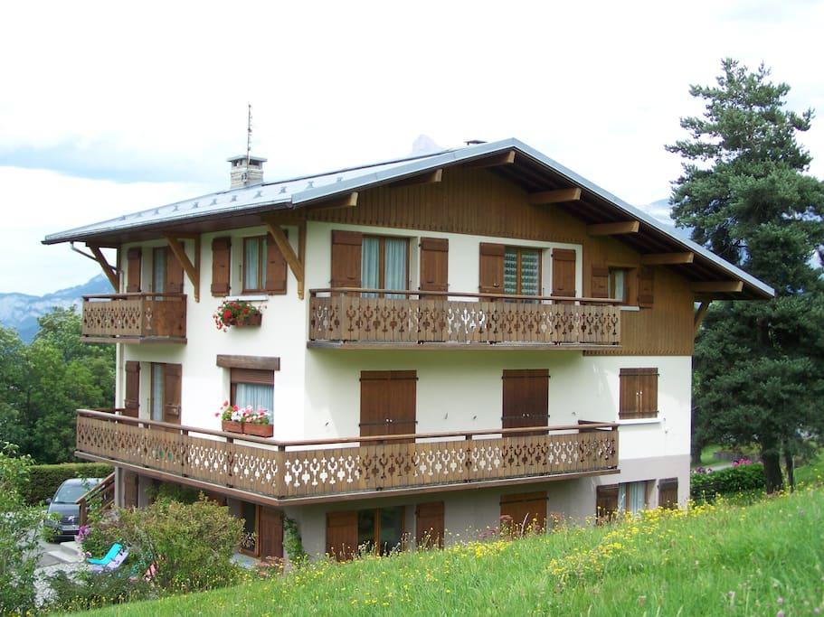 Appartement situé au deuxième étage d'un chalet
