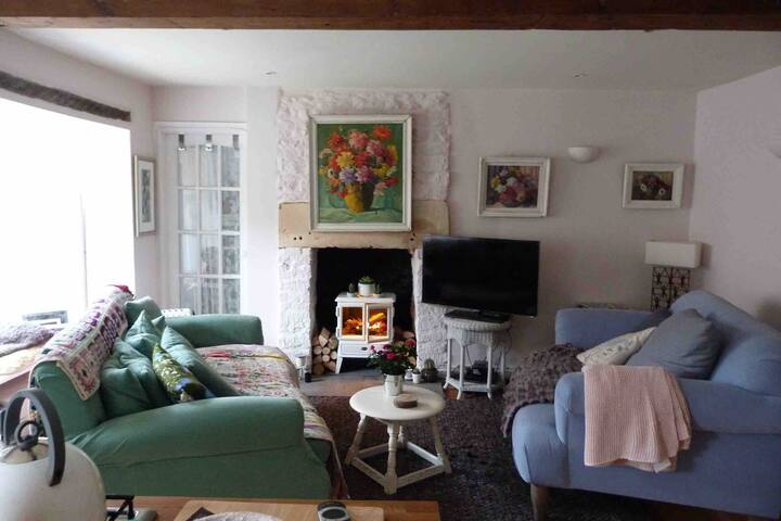 Quirky small cottage in the Cotswolds