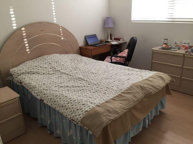 Nice 1BD room w parking&breakfast - Rowland Heights - Bed & Breakfast