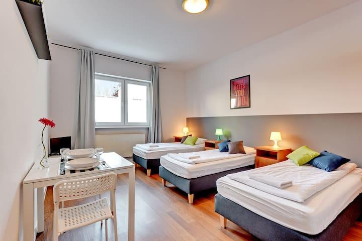 Nice Rooms - trzyosobowy z łazienką prywatną