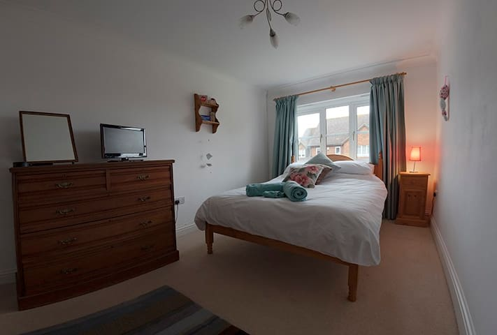 Double room near to Goodwood