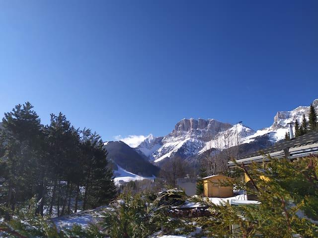 Chalet «Le Flocon» vue sur montagnes du Vercors