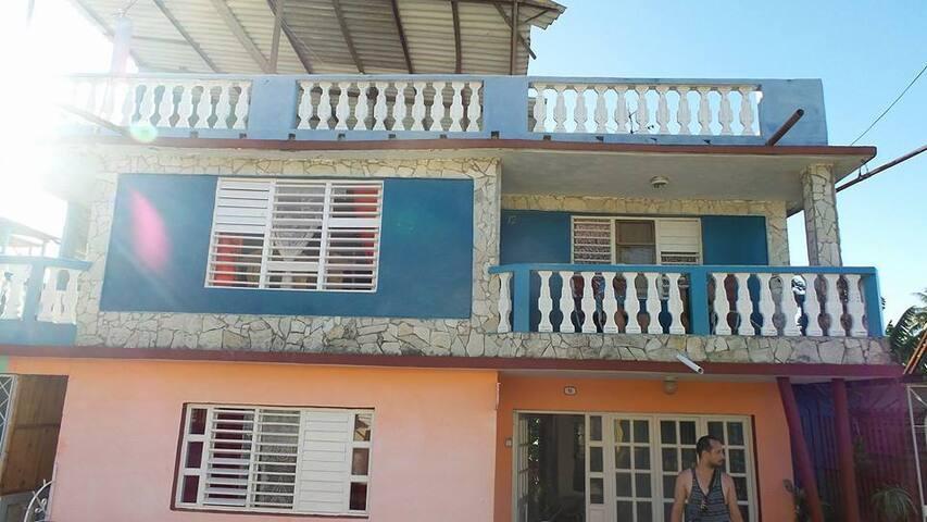 Casa Delfino Baracoa Cuba - Authentic Cuban Casa - Baracoa - Bed & Breakfast