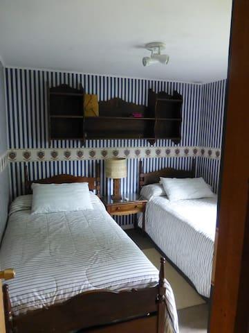 Dormitorio 3 con 2 camas de plaza y media