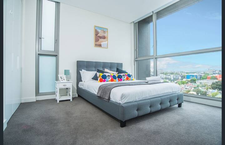 Modern delicate 2 bedrooms apartment Green Square