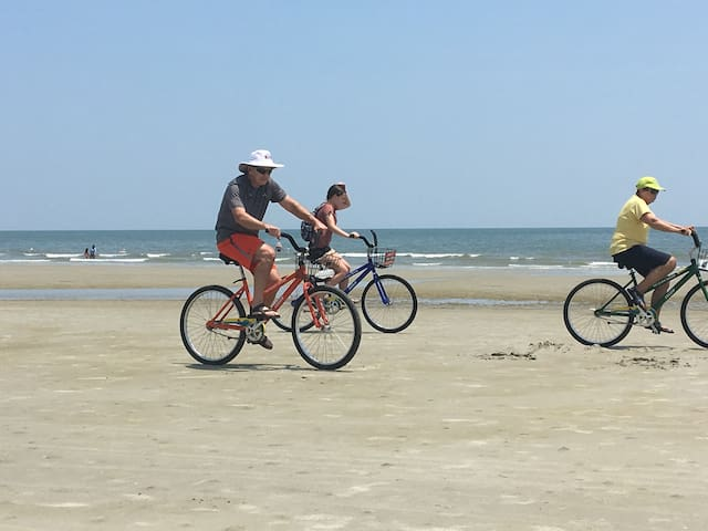 Can bike for 14 miles on the beach