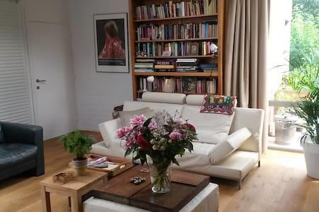 Room cosy house 20'walk city center - Kortrijk - Bed & Breakfast