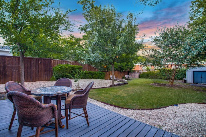 April Skies **Historic Downtown McKinney Cottage**