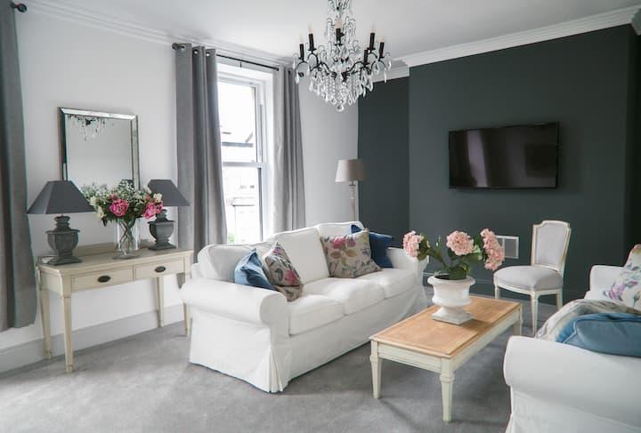 Contemporary 3 bedroom apt, central Harrogate