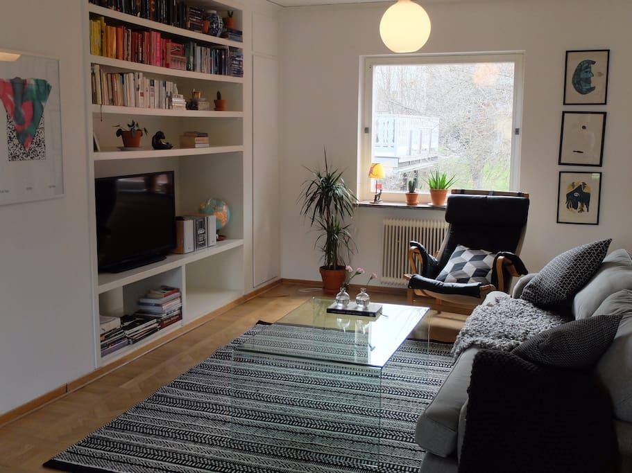 Cosy sofa/tv corner.